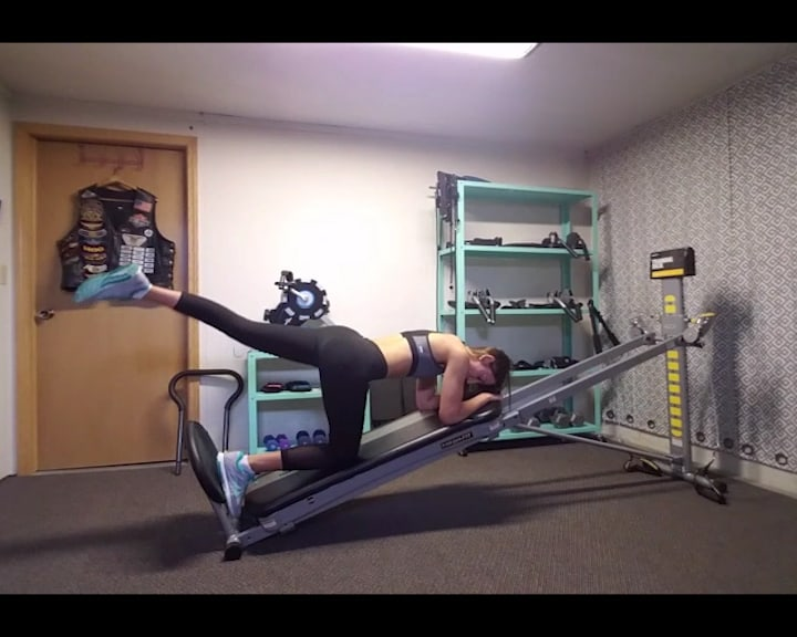 Total Gym Addicts, Cassandra's Booty Workout