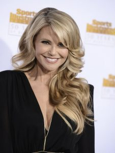 Christie Brinkley Keeps Turning Heads – Eonline.com